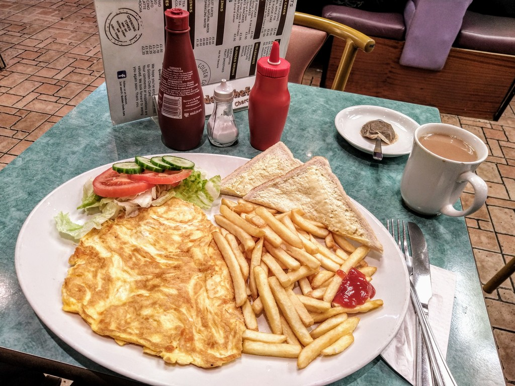 Omelette and chips by boxplayer