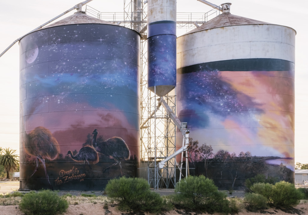Sea Lake silos  by golftragic