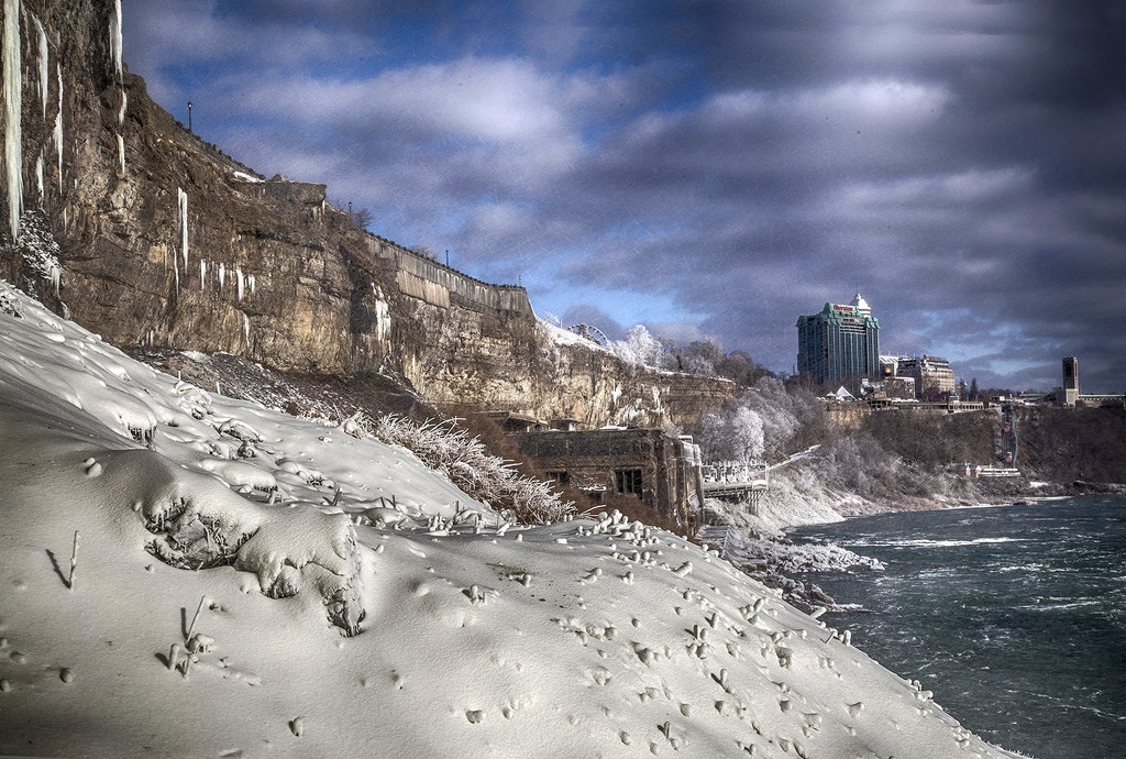 Niagara Winter River by pdulis