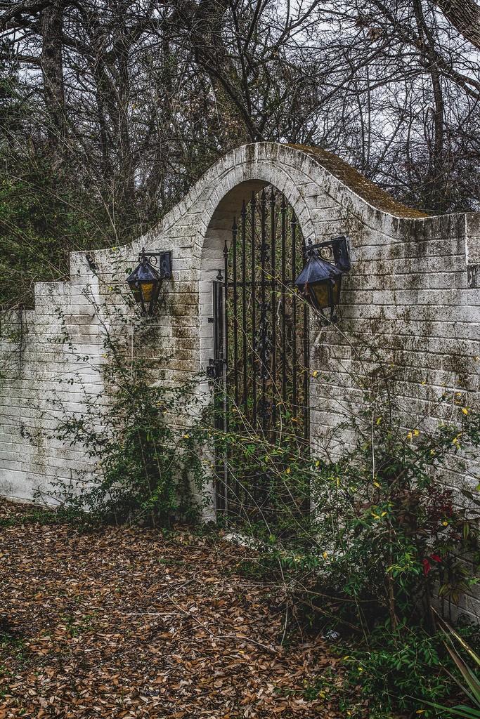 Lost Gate by swwoman