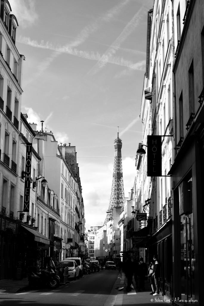 walking in Paris by parisouailleurs