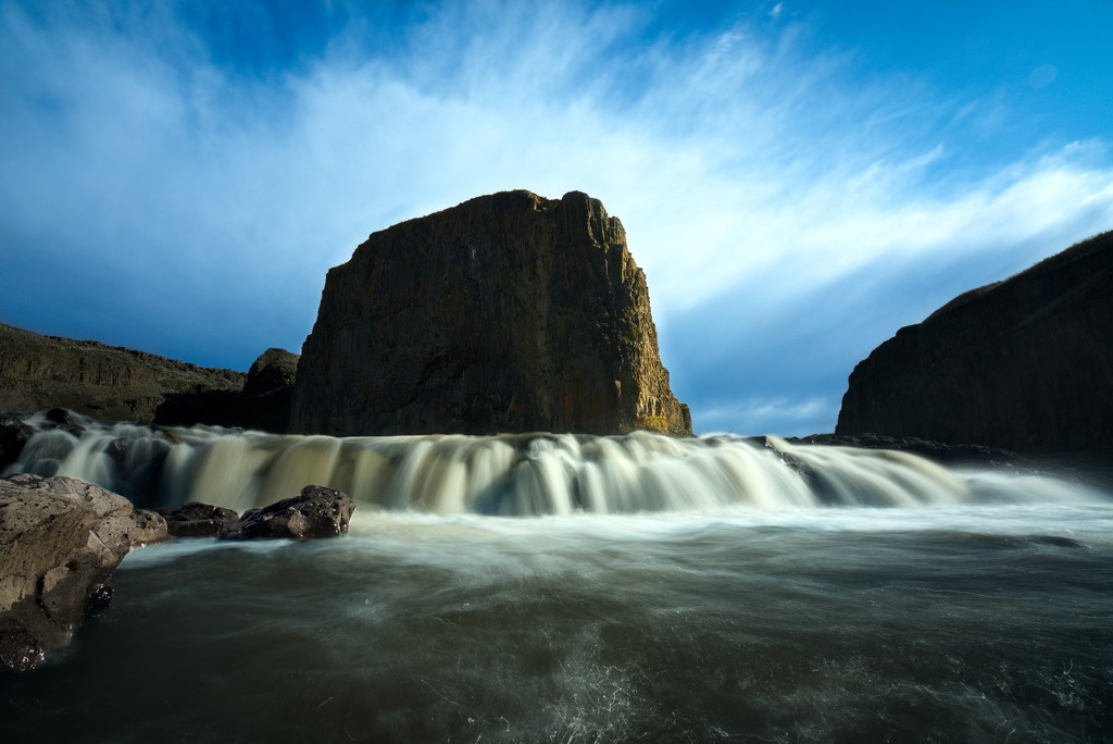 Upper Palouse falls and Basalt rock face by teriyakih