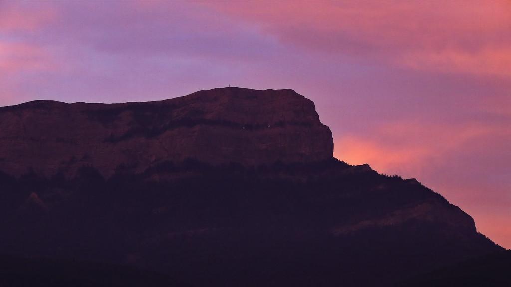 Oroel at sunset by petaqui