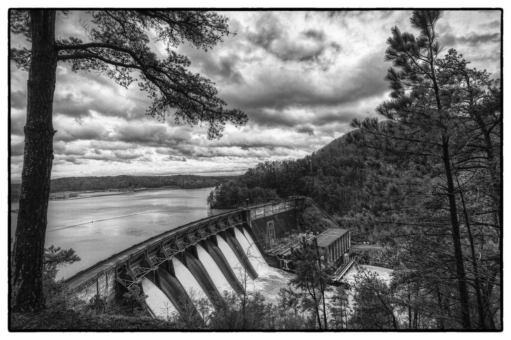 Allatoona Dam by kvphoto