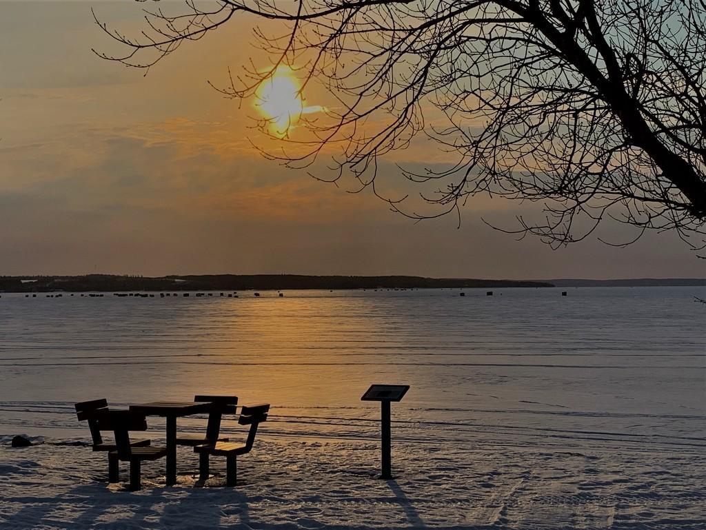 Sunrise  by radiogirl