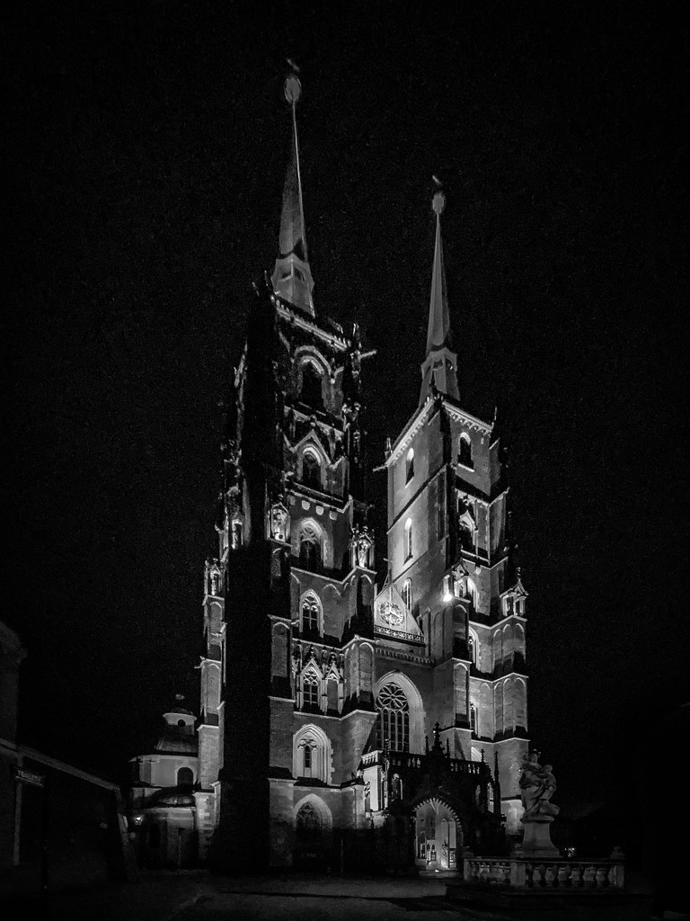 And Now . . . the Front of the Cathedral by jyokota