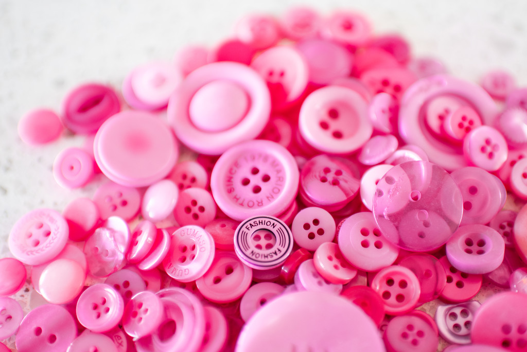 Pink Buttons by kwind