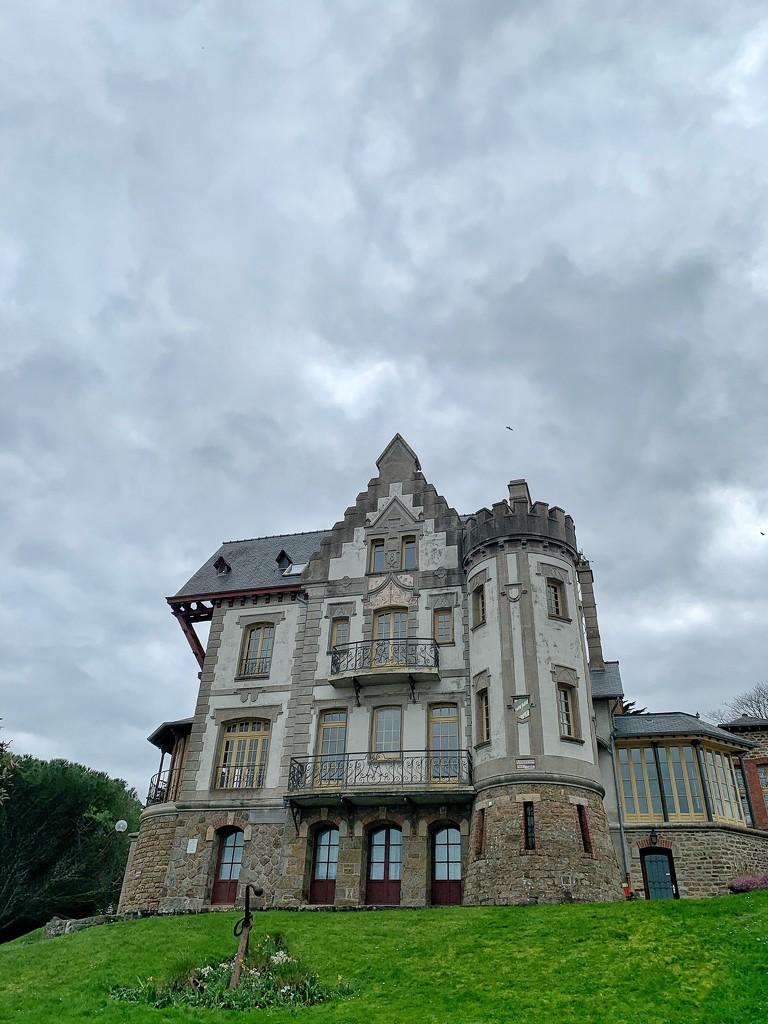 Big house in Saint Lunaire.  by cocobella