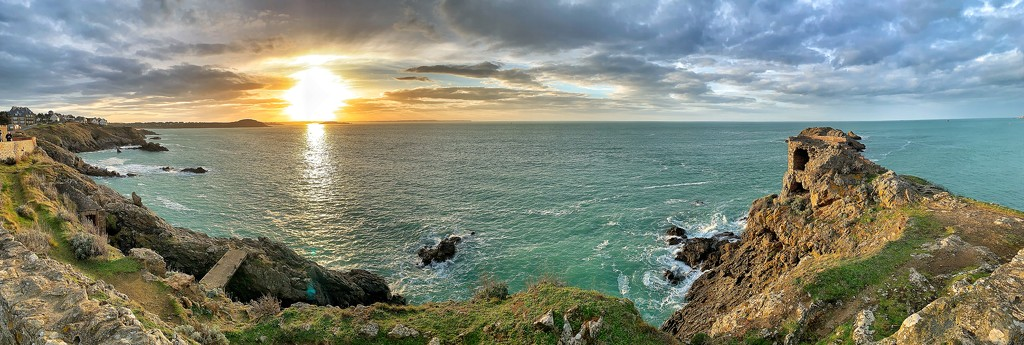 Panoramic sunset.  by cocobella