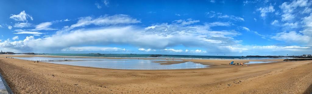 Beach panorama.  by cocobella