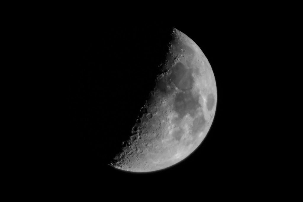 Tonight's Moon by batfish