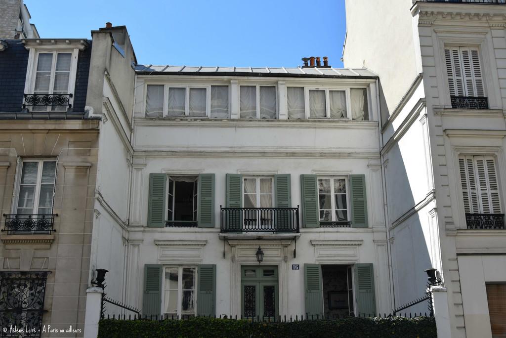 Parisian little dreamy house by parisouailleurs