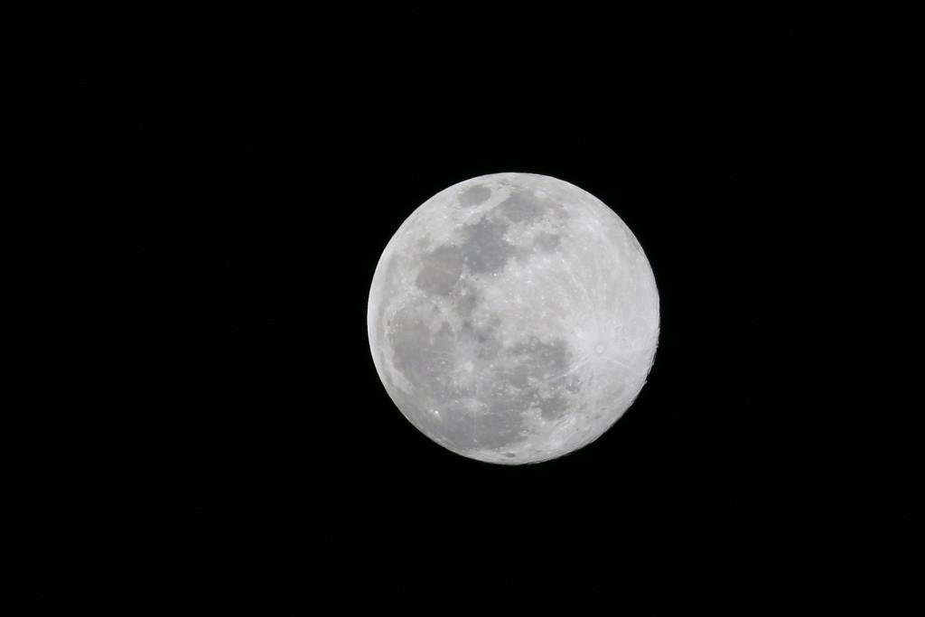 Full moon by ingrid01