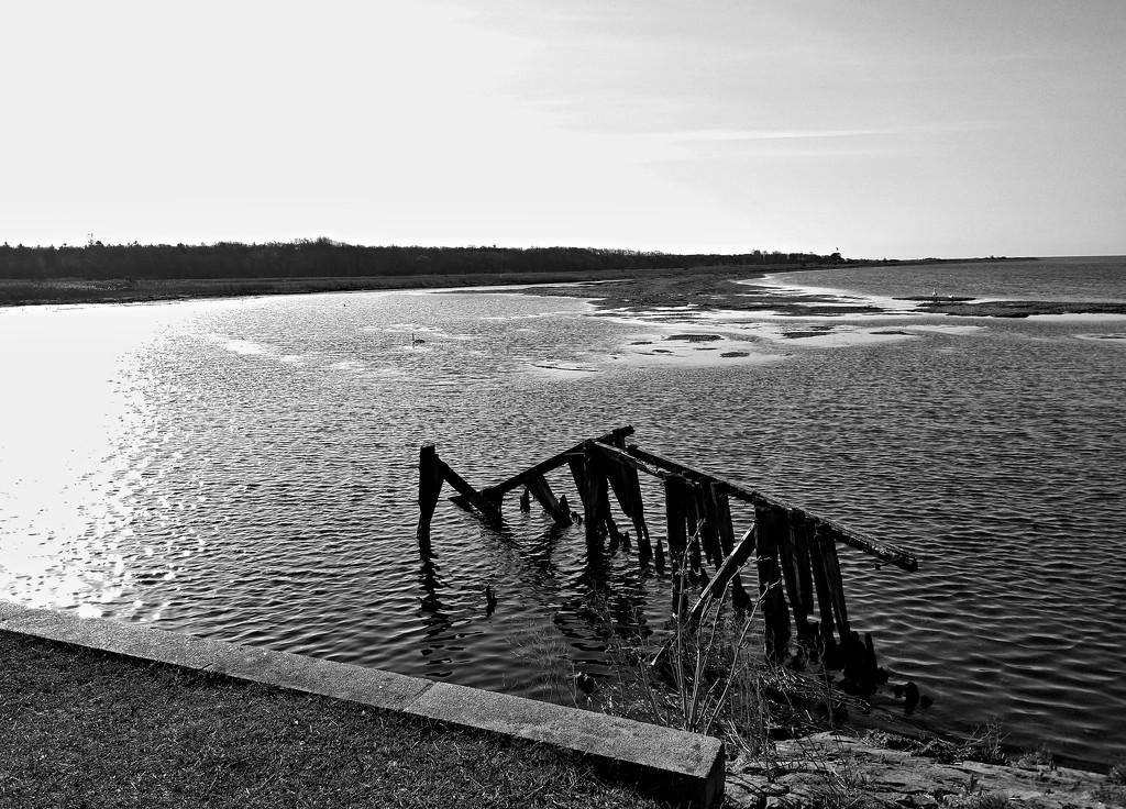Old bridge by runner365