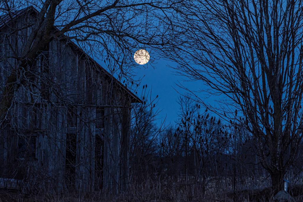 Night Barn by farmreporter