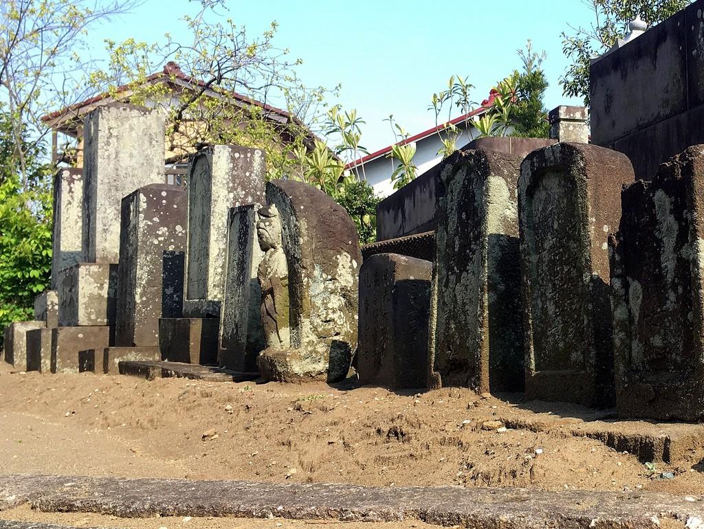 2020-04-10 Roadside Graveyard by cityhillsandsea