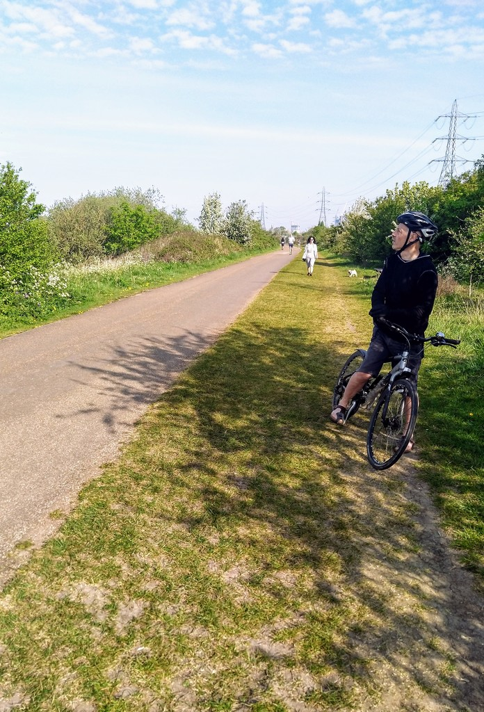 Social distancing on Walthamstow marshes by boxplayer