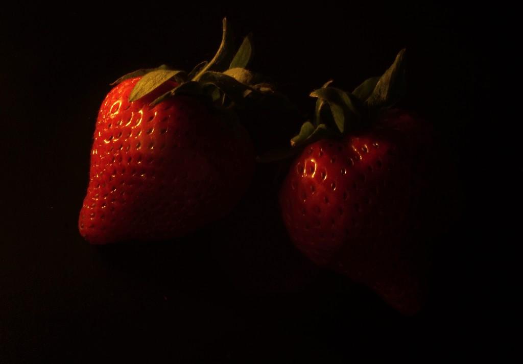 Strawberries by runner365