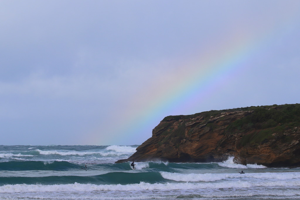 Surfing under a rainbow by gilbertwood
