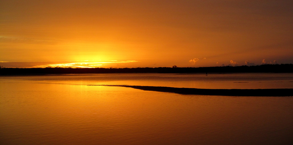 Sunrise over the mouth of the Maroochy river by 777margo