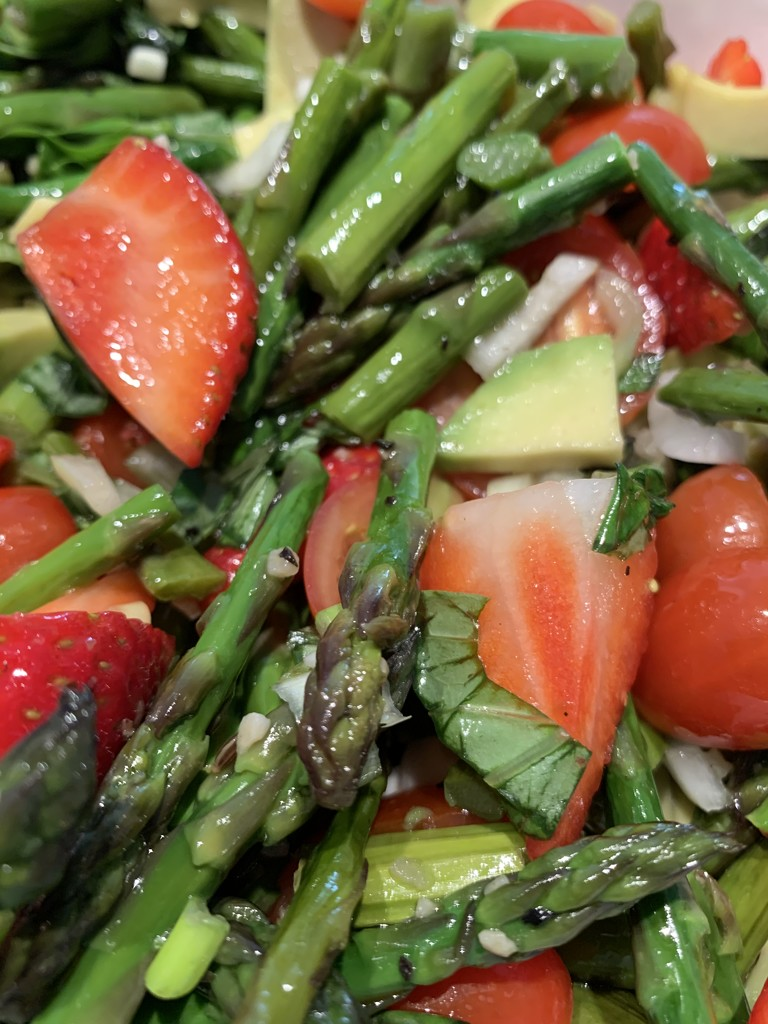 Asparagus and strawberries salad.  by cocobella