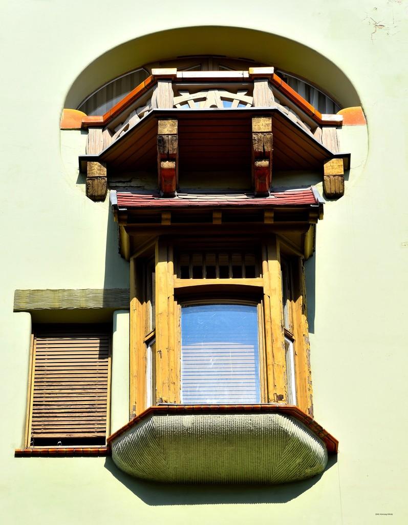 Small balcony - large window by kork