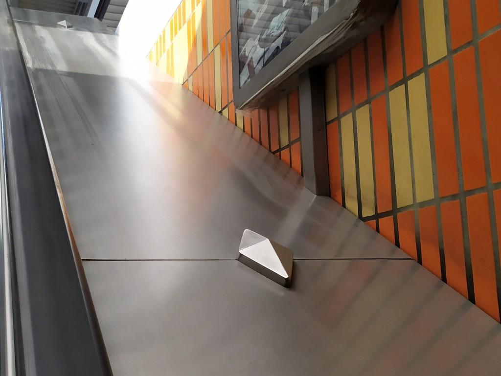 Escalator by dustyloup