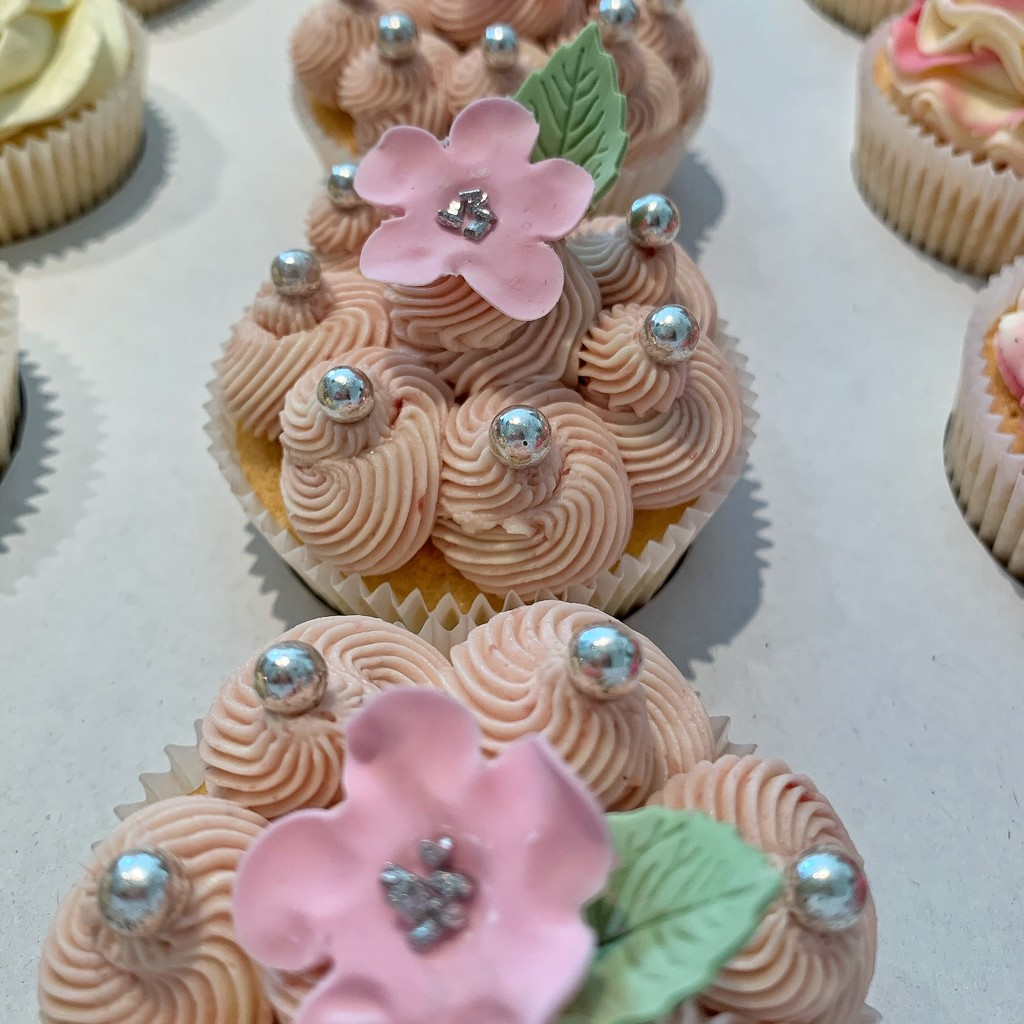 Cupcakes with pearls.  by cocobella