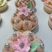3rd Jun 2020 - Cupcakes with pearls.