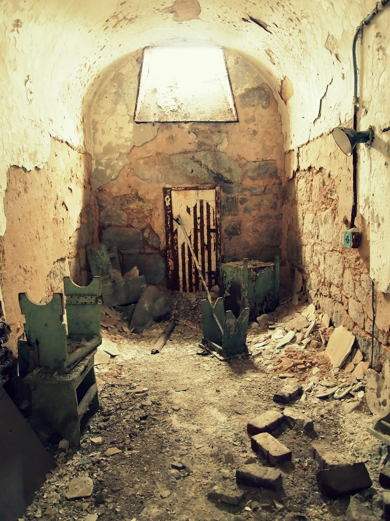 A prison cell by blueberry1222