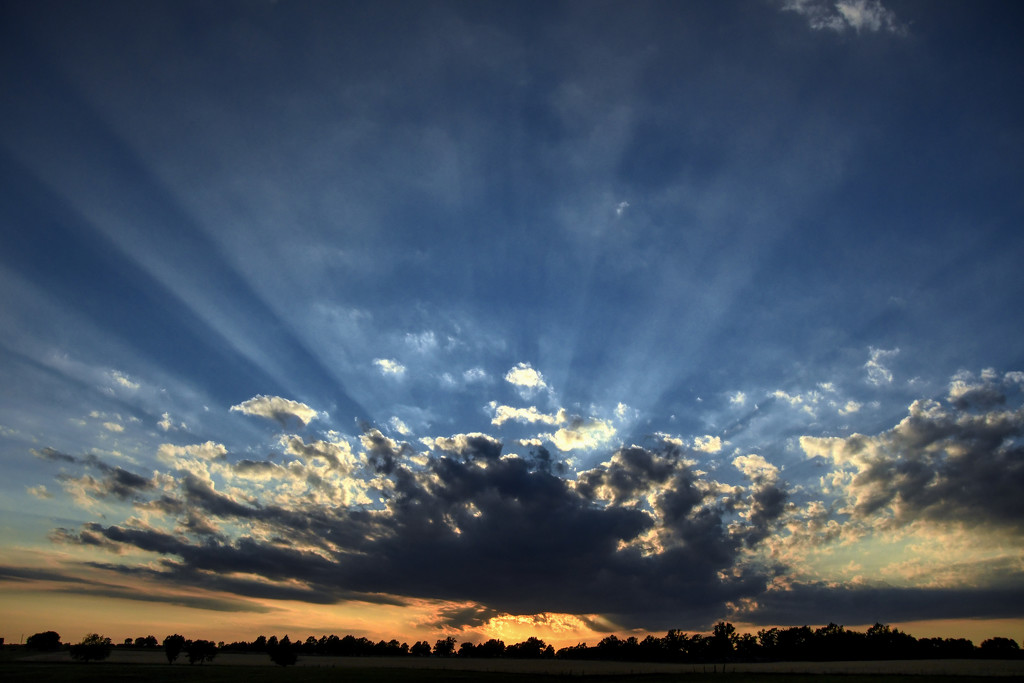 Blue Ray Sunset by kareenking