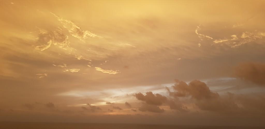 When the sky speaks... by amrita21
