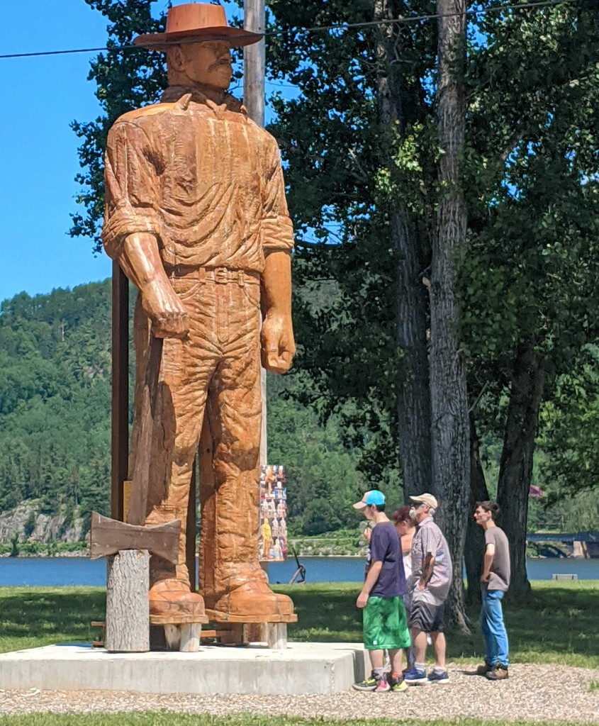 Huge wood carving by gq
