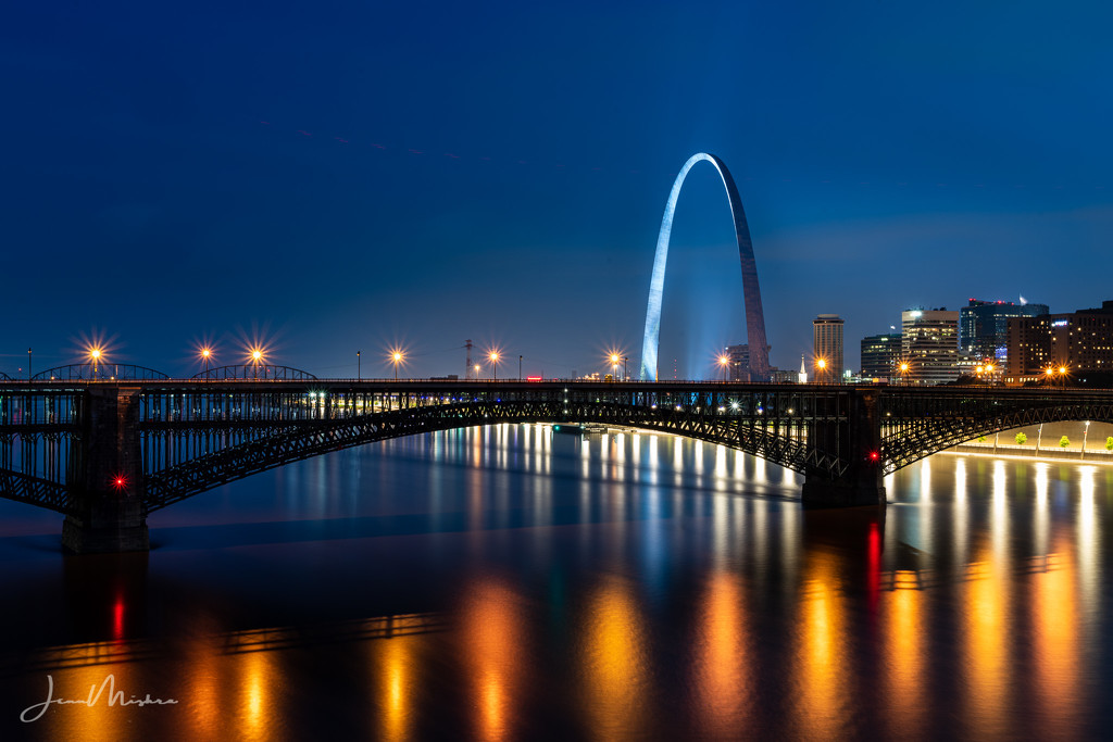Gateway Arch from MLK by jae_at_wits_end