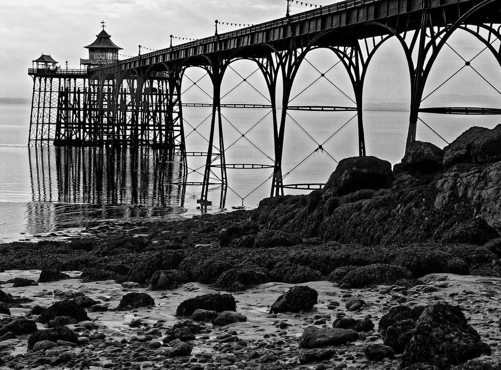 0706 - Clevedon Pier by bob65