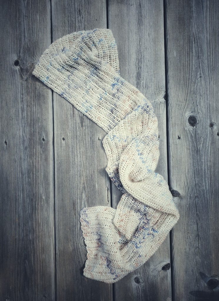 Sleeping Bear scarf by edorreandresen
