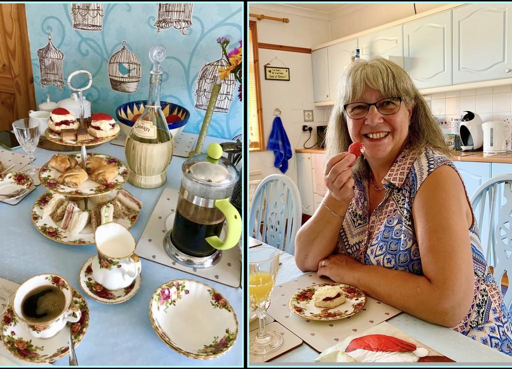 Cream Tea by carole_sandford