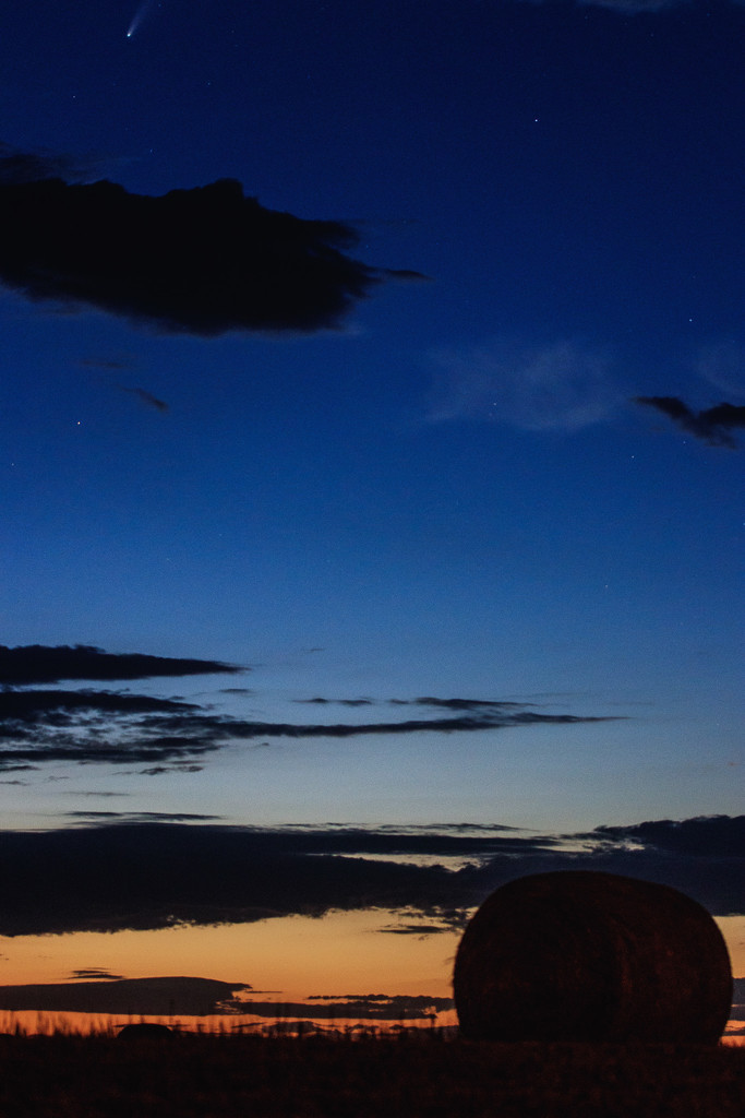 blue hour neowise by aecasey