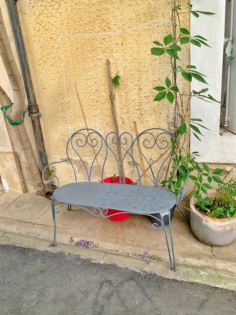 Hearts on a bench.  by cocobella