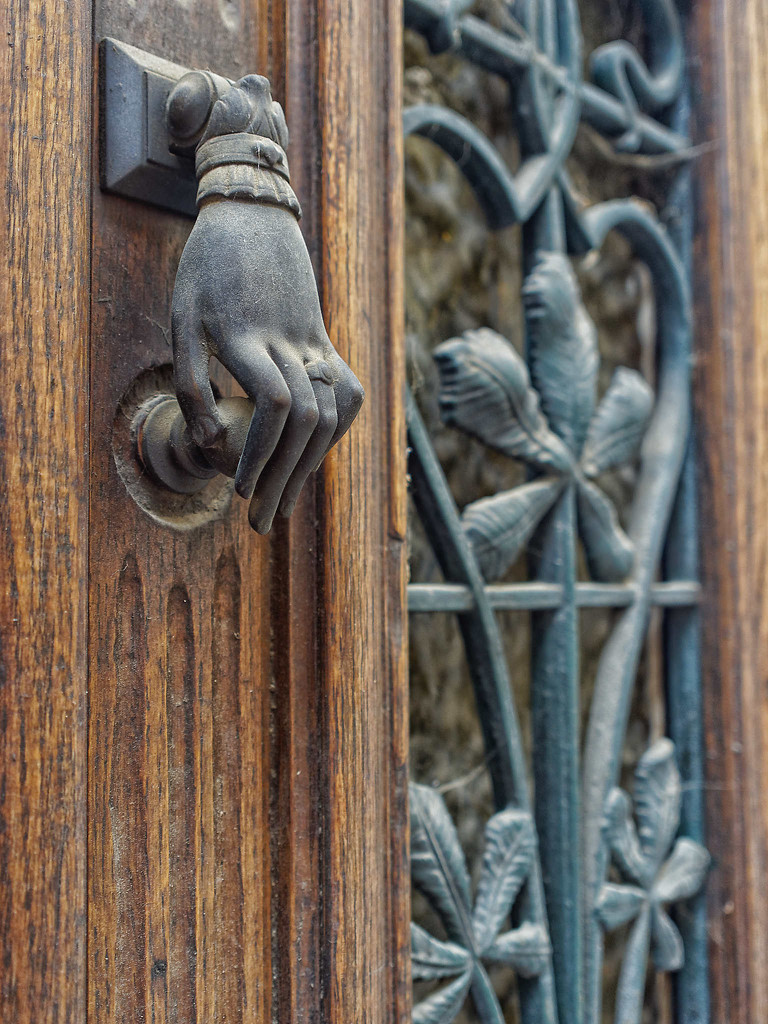 Knock, knock ! by laroque