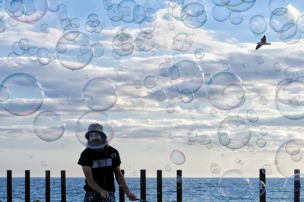 Life in a bubble (Circles) by 4rky