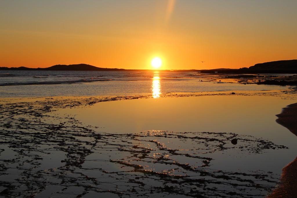 Sunrise at Cleaverville Beach by leestevo