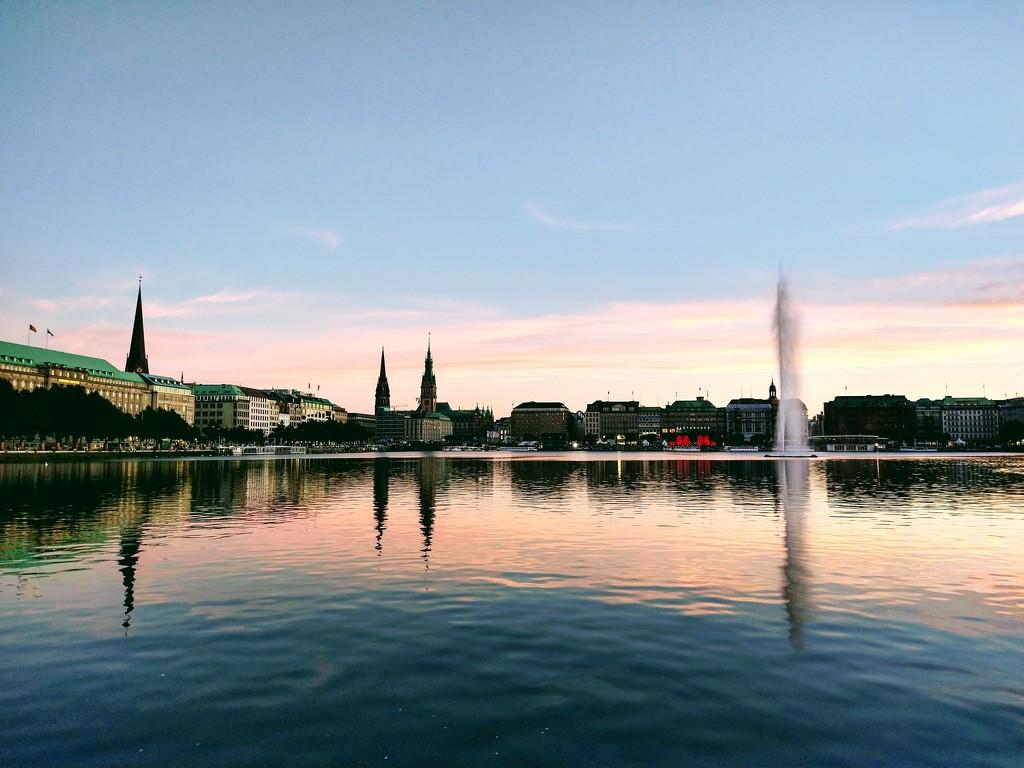 Alster lake in Hamburg  by runner365