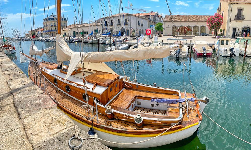 Boat in Marseillan.  by cocobella