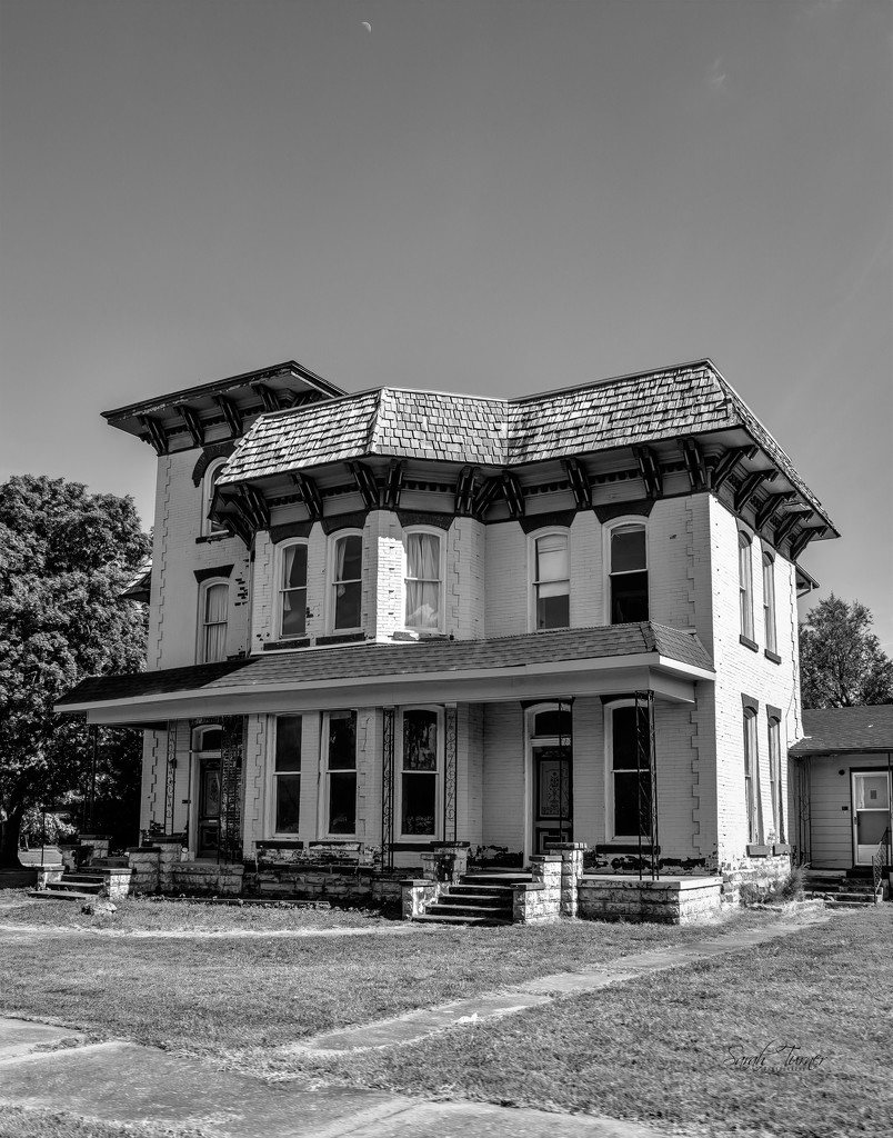 The old Funeral Home  by samae