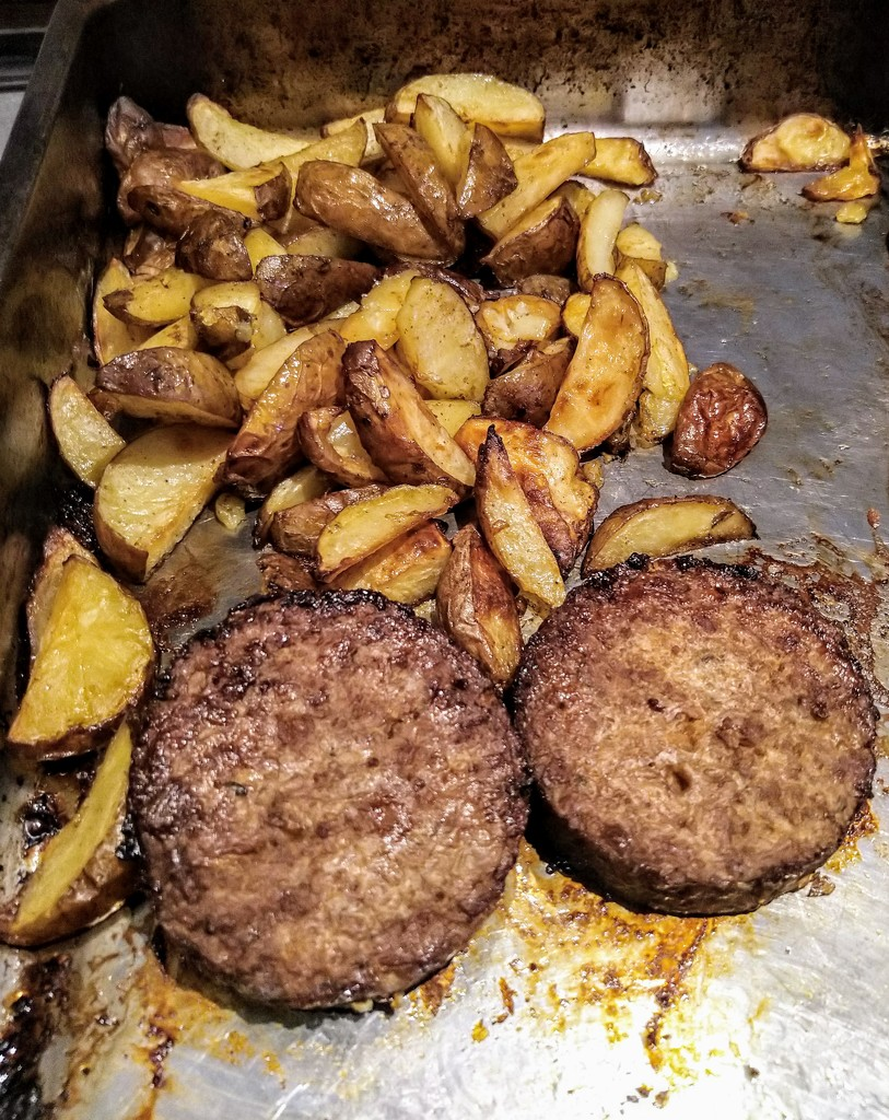 Veggie burgers and chips by boxplayer