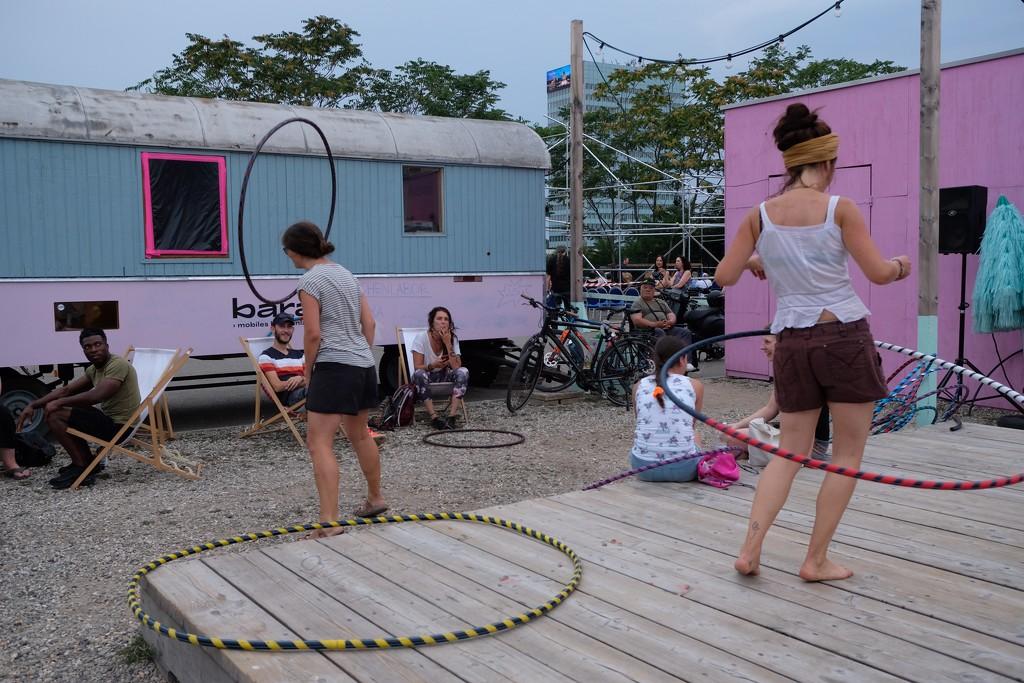 Hula hoop  by vincent24