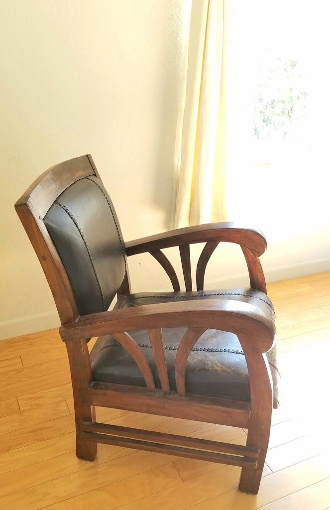 Chair in afternoon light  by sherimiya