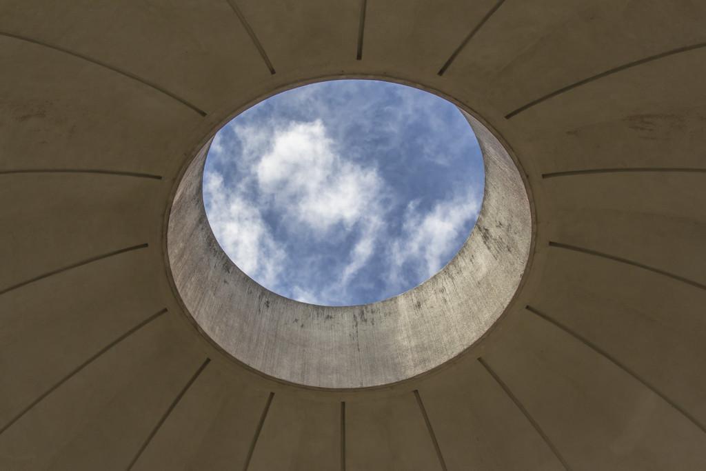 Oculus from inside the Memorial shrine by golftragic