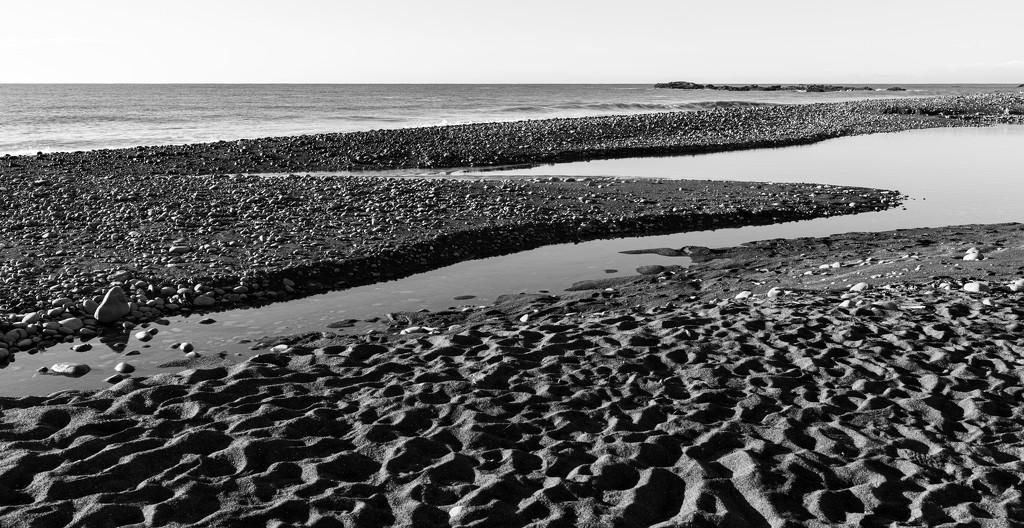 Sea, Sand and Rocks by yaorenliu